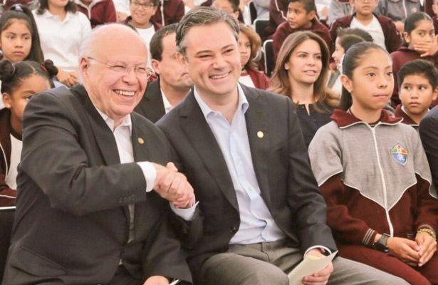 Los secretarios de Educación Pública, Aurelio Nuño Mayer, y de Salud, José Narro Robles, destacaron las acciones para prevenir problemas de salud, adicci...