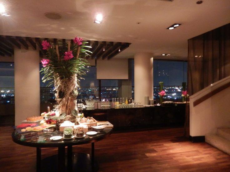 Cocktails and canapés in the executive lounge at the Millennium Hilton, Bangkok