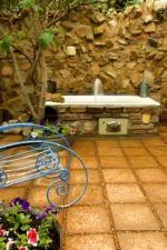 Zau Spa courtyard: quirky water feature, an old bath!!