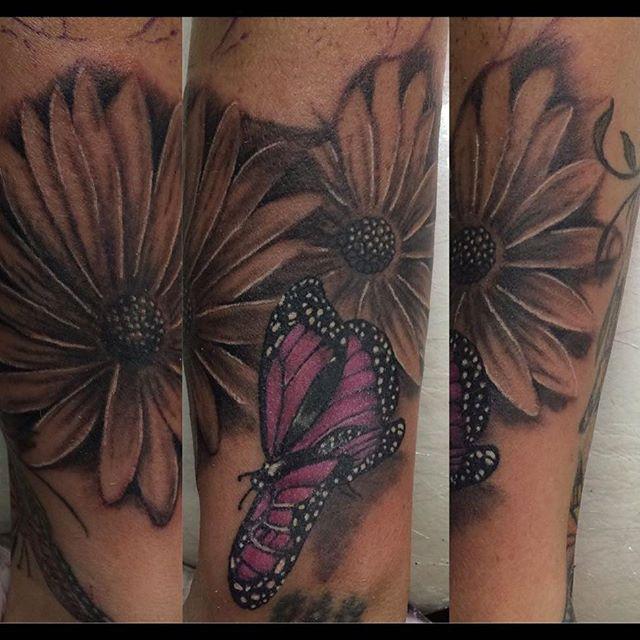 L0 Realismo por @silotattoo  #realismo #mariposa #butterfly #margarita #margaritatattoo #blackandgrey #realism #tattoo #art #tatuaje #flower #tattooargentina #sanisidro #design #zonanorte #buenosaires #badabing blackandgrey,realism,tattooargentina,mariposa,sanisidro,butterfly,badabing,art,tattoo,realismo,tatuaje,design,flower,margarita,buenosaires,margaritatattoo,zonanorte