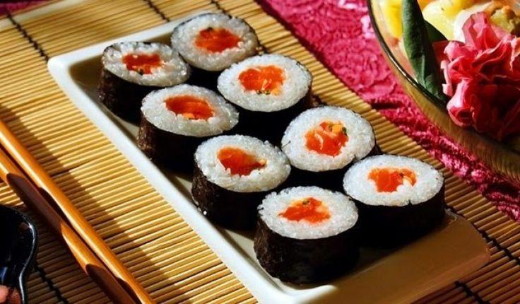 A sushi a leghíresebb hagyományos japán étel. Fő összetevője az ecetes rizs és nyers töltelék, legnépszerűbb töltelékei a tenger gyümölcsei, lazac, gomba, tojás vagy zöldségek. A töltelékek átlalában nyersek, de lehetnek főttek vagy pácoltak is.