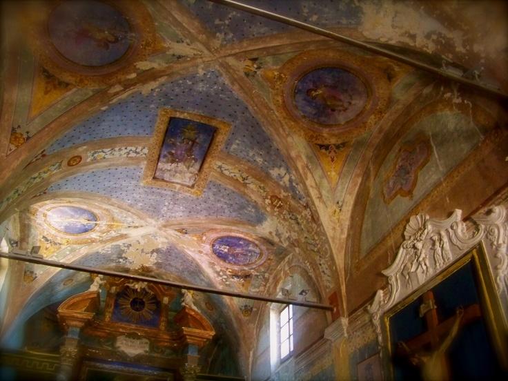 Church on the Isola Maggiore - Passignano sul Trasimeno www.romanticitalianweddings.com