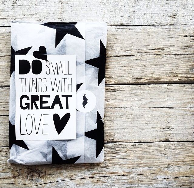 >>> Great Idea *Write good quotes on pieces of paper and stick it to the gift you're wrapping!* RobinX