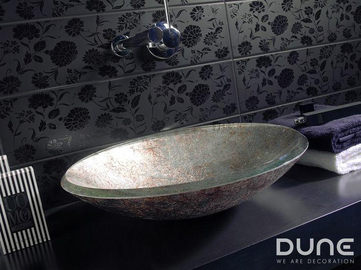 Lavabo Redondo Silver: Lavabo de cristal con laminados en plata y cobre a juego con la pieza Silver Glass. #duneceramica #diseño #calidad #diferenciacion #creatividad #innovacion #tendencia #moda #decoracion #design #quality #differentiation #creativity #innovation #trend #fashion #decoration #duneeureka #lavabo #cristal #basin #glass http://www.dune.es/es/public/pages/product/product:185419,environment:178