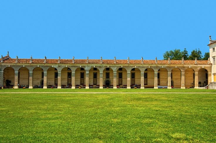 Portico laterale di Villa Manin