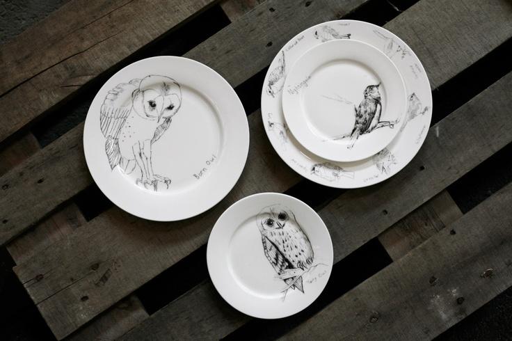 Some British Birds. Underbara porslinet av indielegenden Edwyn Collins. Porslinet finns i liten och stor tallrik samt i två olika storlekar koppar. Engelskt benporslin med hög kvalitet!