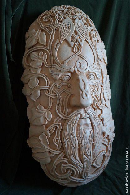 Барельеф из дерева по мотивам скульптуры кельтского человека.. Барельеф по мотивам скульптуры кельтского человека выполнен из натурального дерева. Отделка с элементами старины, цвет белый с оттенением пигментом.