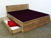 Design Bett aus Bauholz mit Bettkasten 180 x 200