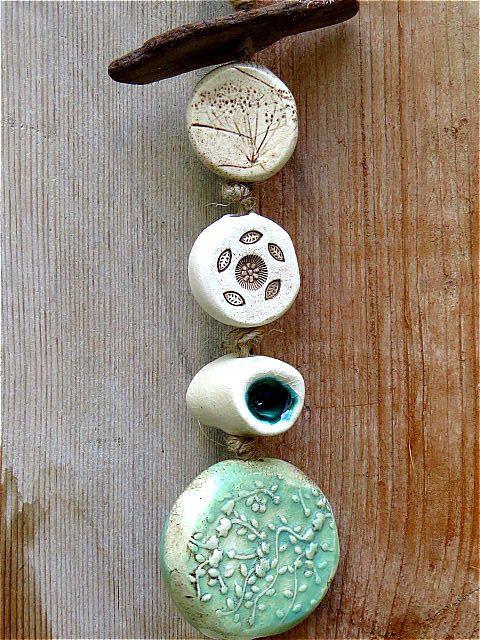 Garten Windspiel Green Fall aus Keramik mit Treibholz von gedemuck, €13.00
