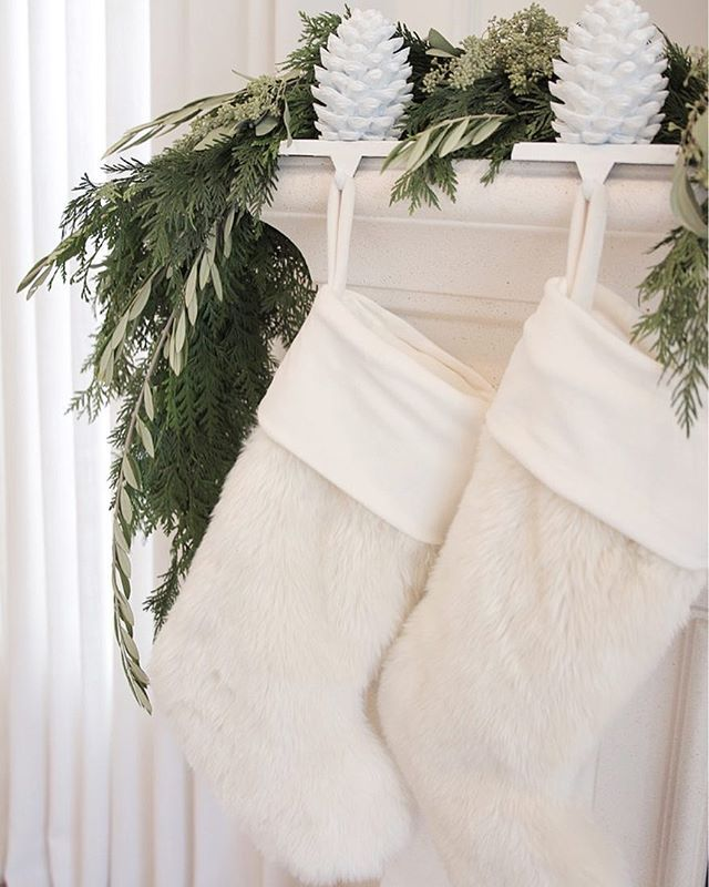 Carolers Displayed On A Mantle With Garland And Stockings: Best 25+ Mantle Stocking Holders Ideas On Pinterest