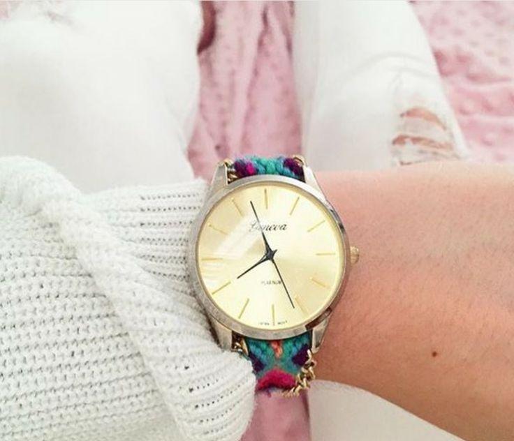 Montre et bracelet en macramé... J'adore, à la fois classe et coloré