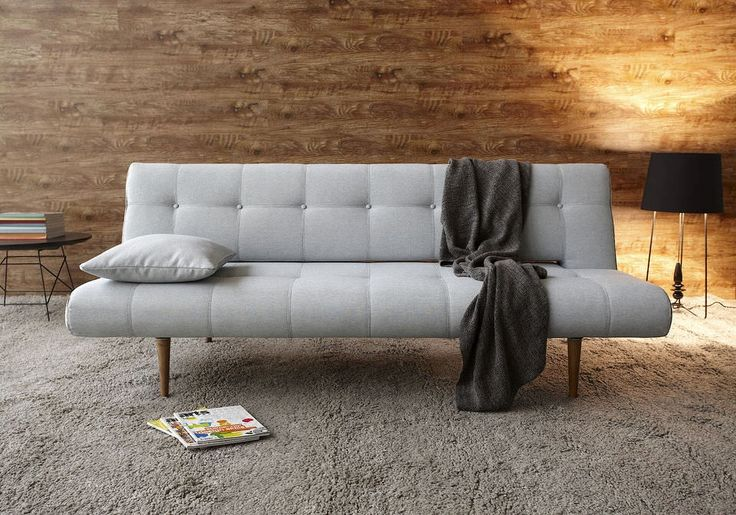 Destijlvolle slaapbank UnfurlDeluxeis ontworpen door dedesigners Andreas Lund,Flemming HoejfeldtenPer Weiss. Tijdens het ontwerpen hebben de designers zich laten inspireren doorScandinavisch design.Decomfortabele slaapbankmetpocketvering matrassengarandeert een plek om goed uit te rusten na je drukke dag.