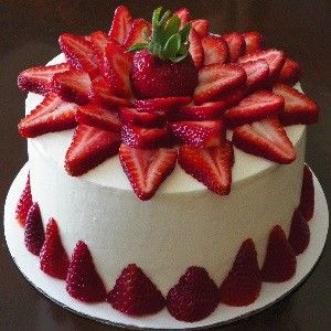 Best 25+ Strawberry birthday cake ideas on Pinterest