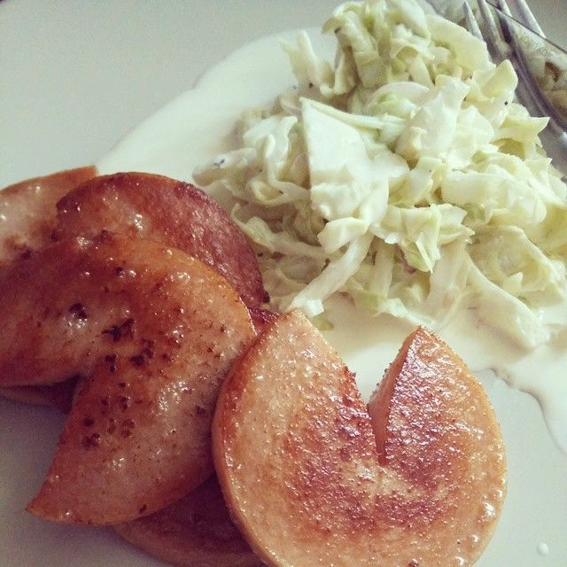 Swedish falukorv (sausage) with coleslaw. #lchf #lowcarb #lowcarbhighfat #highfat #lågkolhydratskost #lågkolhydratkost #lc #glutenfree #sugarfree #sockerberoende #nevergiveup #fitness #lchftjejer #minresaräknas #keto #striktlchf #diabetes #öppendiabetes #lavkarbo #healthy #food #glutenfri #sockerfri #weightloss #instafood #viktresa #viktnedgång #like4like by lchf_soff