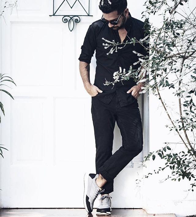 @ streetpepper_ - • PARTY • un total Black con zapatillas grises  [ camisa y zapatillas @springfieldmw - pantalón @basementperu  en @sagafalabella ]