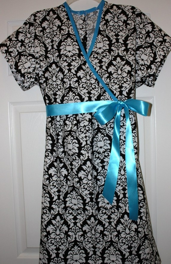 hospital maternity gown - need a pattern for this wrap style gown.