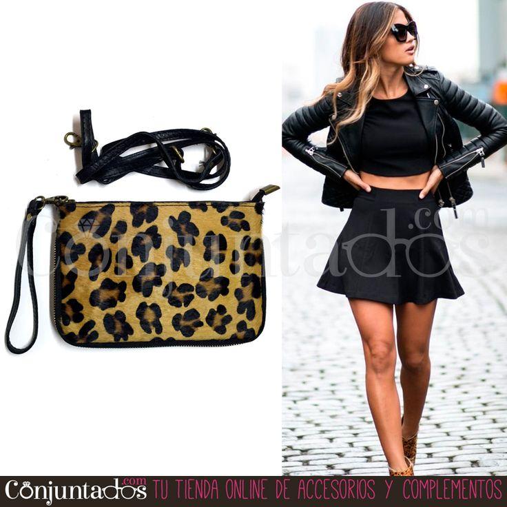 #Bolso de mano con piel de potro en #animalprint y trasera de piel negra que puede usarse igualmente como #bandolera. Un #accesorio perfecto para multitud de #outfits ★ ¡#REBAJAS! en http://www.conjuntados.com/es/bolsos/bolsos-de-mano/bolso-de-piel-con-estampado-de-leopardo.html ★ #novedades #handbag #bolsobandolera #purse #crossbodybag #leopardo #complementos #sales #discounts #moda #fashion #estilo #style #GustosParaTodas #ParaTodosLosGustos