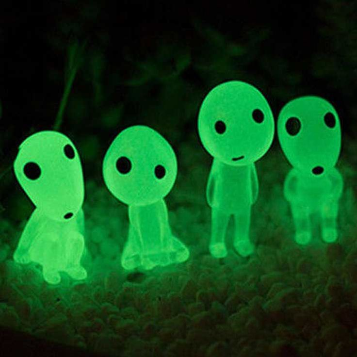 Keep your potted plant or garden terrarium safe with the help of the Kodama spirits!These glow in the dark gardenornamentscome in a set of fiveminiaturefigurinesthat resemble the forest spirits as seen inPrincess Mononoke.