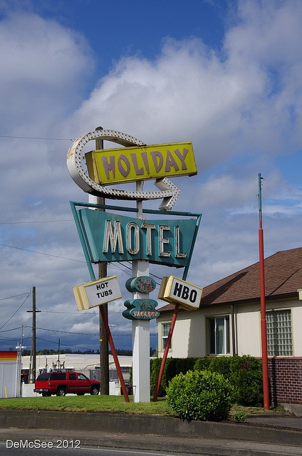 Holiday Motel - old neon and bulb sign - Portland, OR