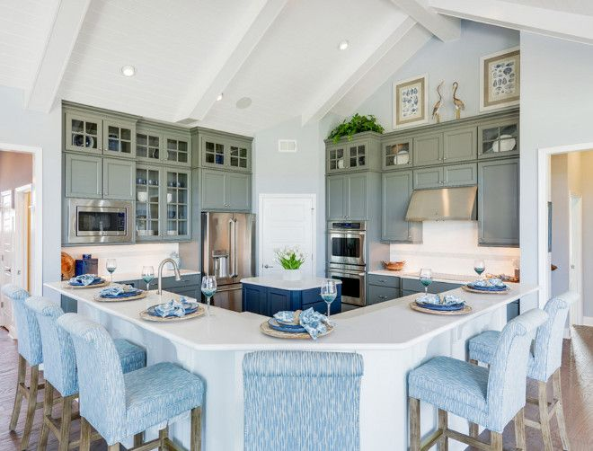 L-shaped island. L-shaped kitchen island. L-shaped kitchen island ideas. #Lshapedisland #kitchenisland Schell Brothers