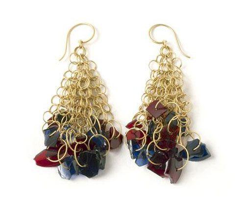 Daniel Kruger. Earrings: 94.02, 1994. Gold, glass fragments.