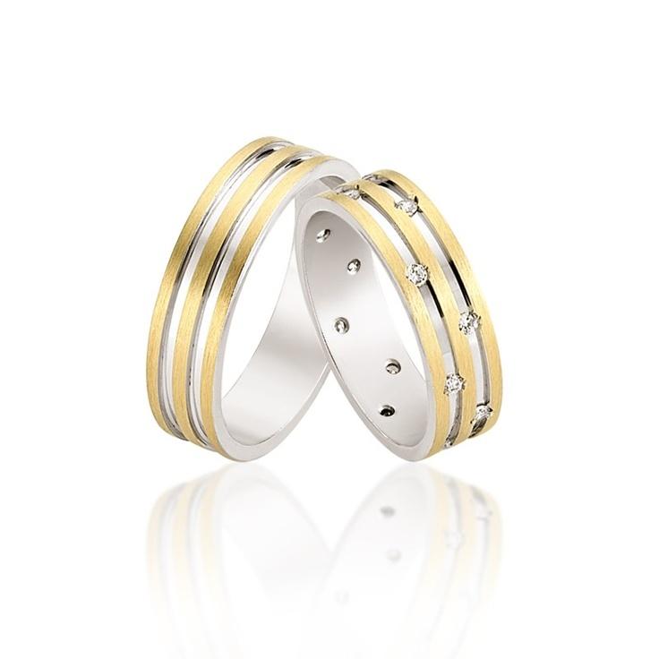 Verighetele Ancha sunt deosebite prin decupaj si modul asimetric in care sunt dispuse cristalele sau diamantele. 1950 lei pentru o pereche din aur 14K si cristale. http://goo.gl/HpbU6
