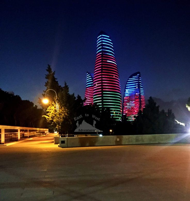 Flame towers🔥 of Baku shining with the flag of Azerbaijan 🇦🇿أبراج اللهب في باكو مضيئة بالعلم الأذربيجاني #easttowestadventures #visitazerbaijan #azerbaijan #flametowers #azerbaijangp #flag #litup #architecture #brightlights #visitbaku #dagustupark #upland #nightscapes #skyline #instafav #instanight #steps #dubaitravel #uaeblogger #irishblog #comewithme #memories #greatnight #مغامرات_من_الشرق__الى_الغرب #أذربيجان #باكو #رحالة_الأردن #مدونة #سفر #أبراج_اللهب