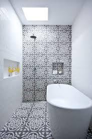 portugese tegels badkamer tegen muur douche