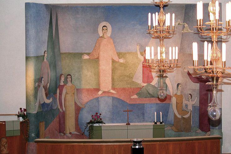 Aarreaitta. Alttarilla: Rajamäen kirkko.