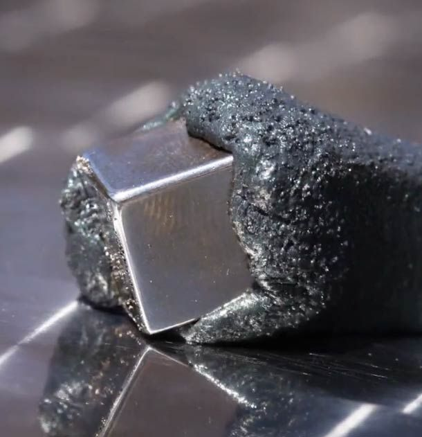 Intelligens Gyurma és Neodímium Mágnes