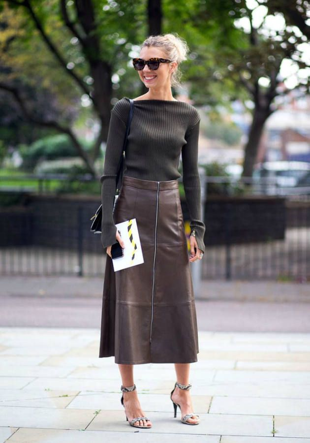 Brown Maxi Leather Skirt Outfit Idea