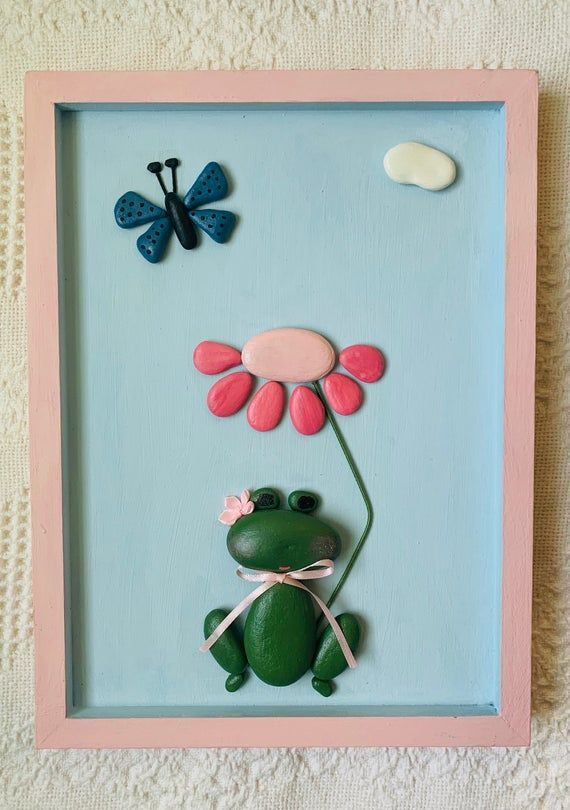 This Adorable Wall Hanging Was Made By Me From Pebbles Collected Along Lake Ontario And Along The Shores Of The Finger Lak In 2020 Frog Wall Art Frog Decor Pebble Art