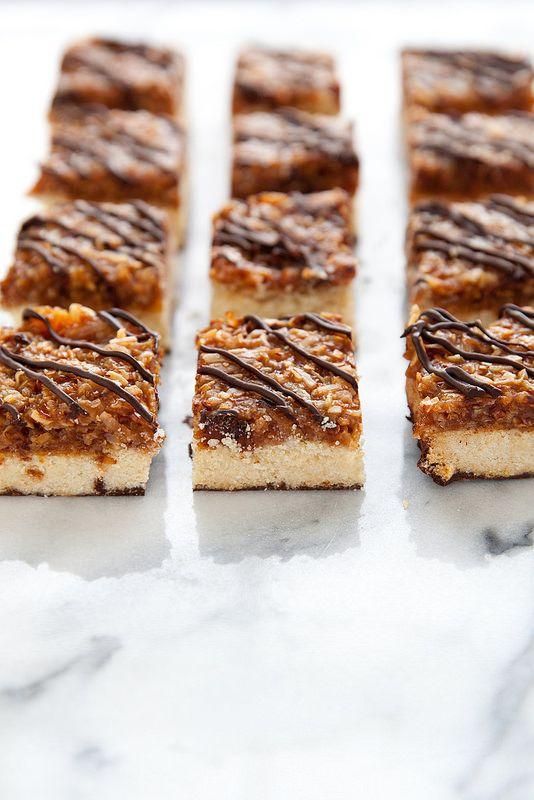 Samoa Cookie Bars – Annie's Eats
