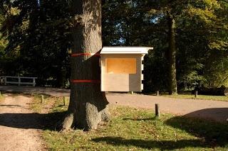 Orange Farmhouse: Boomhut zonder schroeven aan de boom bevestigd met spanbanden