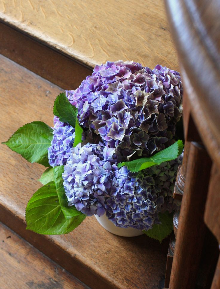 Blue hydrangeas for a sweeping staircase.