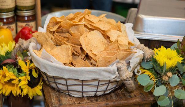 Rien de meilleur en ètè que de croquer quelques chips avec une boisson bien fraiche, des cruditès et une viande froide. Et c'est encore meilleur quand les chips viennent d'etre faites à la maison.