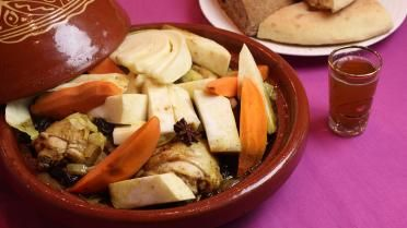 Tajine met kip, witte kool of spitskool, knolselder en zoete aardappelen