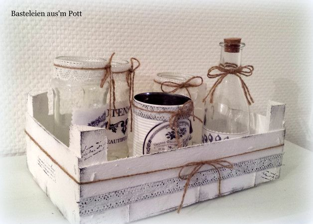 Zauberhaftes 6-tlg. Deko-Set bestehend aus wunderschönen Shabby- und Vintage Accessoires.  Die umgearbeitete Holzkiste dient hier als Tablett und beherbergt Vase, Windlicht, Flasche und Dose...