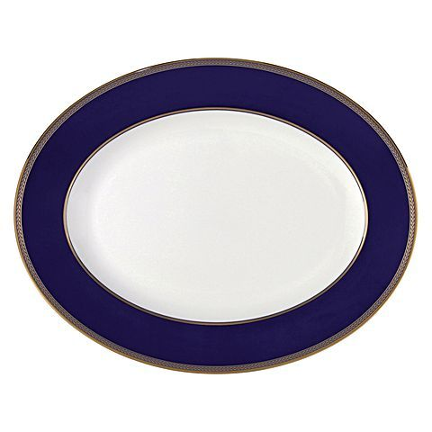 Making delicious meals look absolutely stunning on the dinner table has never been simpler or more sophisticated than with the Renaissance Gold Oval Dish, 39cm from Wedgwood.