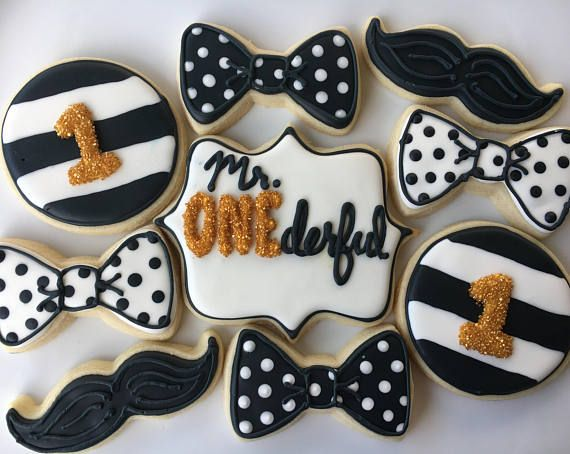 **** PLEASE SEE THE SHOP ANNOUNCEMENT FOR AVAILABILITY & IMPORTANT SHIPPING INFO **** Simply delicious custom decorated sugar cookies. This listing includes 1 DOZEN made to order Assorted Mr. ONEderful sugar cookies. Assortment includes 3 of each, bow ties, mustaches, large round, and large plaque cookies. Standard colors are black, white, and gold accent. Other colors may be requested. These irresistibly delicious sugar cookies are baked and decorated within 5 business days of paid orde...