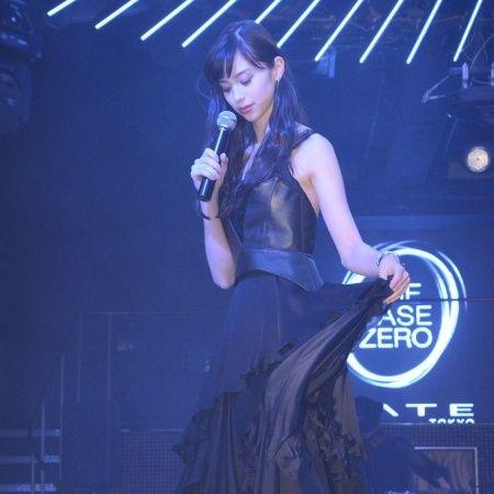 (画像7/13) 中条あやみ (C)モデルプレス - 中条あやみ、美背中あらわなSEXYドレスで妖艶オーラ