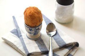 Uova sode ripiene impanate e fritte