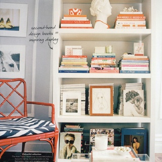 Perfectly styled bookshelf. (from Domino mag)…
