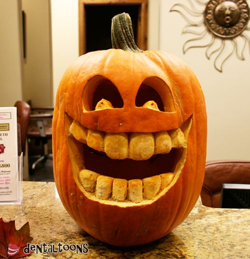 What a great set of teeth this pumpkin has!