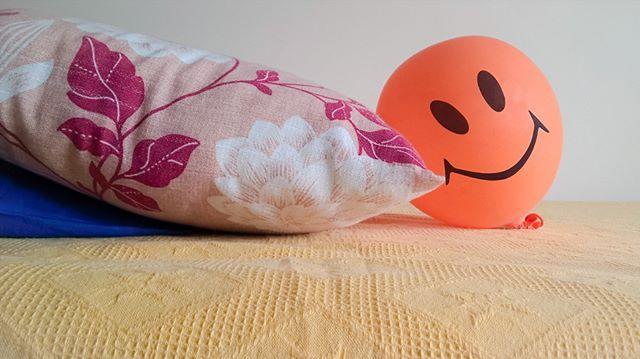 #balloon #smile #smiley #pillow #bed #orange #blue #yellow #purple #palloncino #sorriso #cuscino #letto #arancione #blu #giallo #instagrammers #instamood #instafun #followme #f4f #follow4follow #likeme #like4like