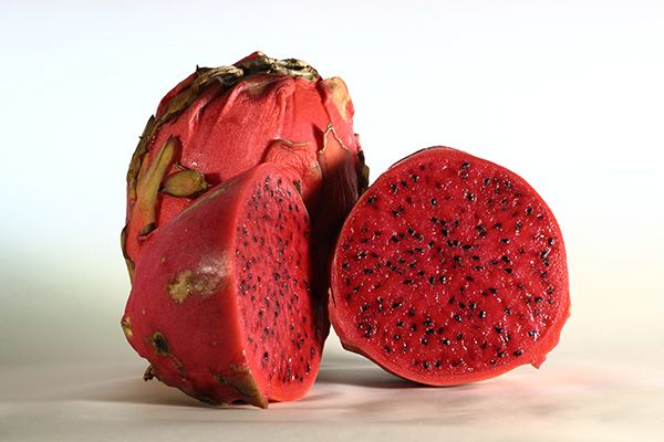 Hey Adventurous Eaters: Who's Tried Pitaya Fruit Before? | Why you should (plus recipes). #SELFmagazine