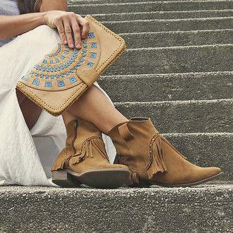 Bohemian style handstitched leather clutch #bohoinspiration #bohemian #leather #boho www.mahilacouro.com.br