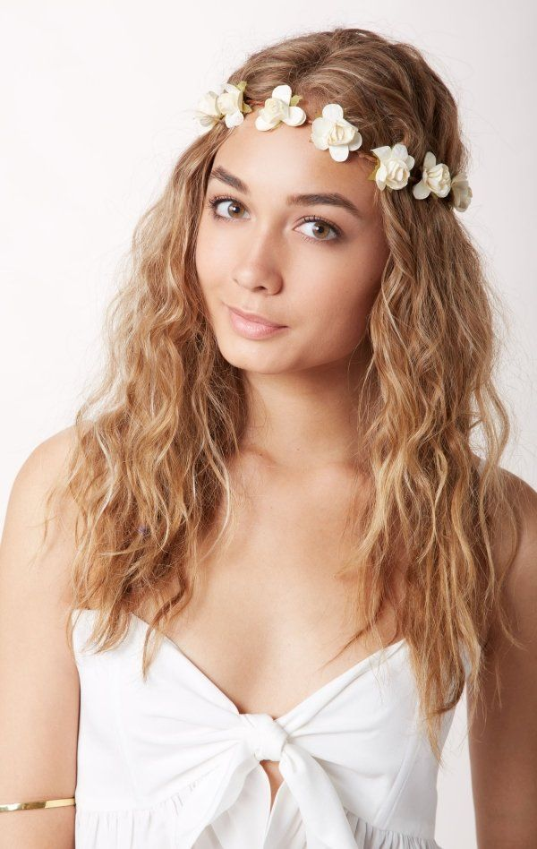 Braut haarband frisur  Die besten 25+ Romantische frisuren mit haarband Ideen auf Pinterest