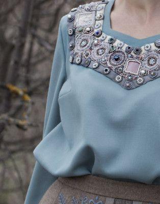 Блуза с фигурным вырезом, шерсть