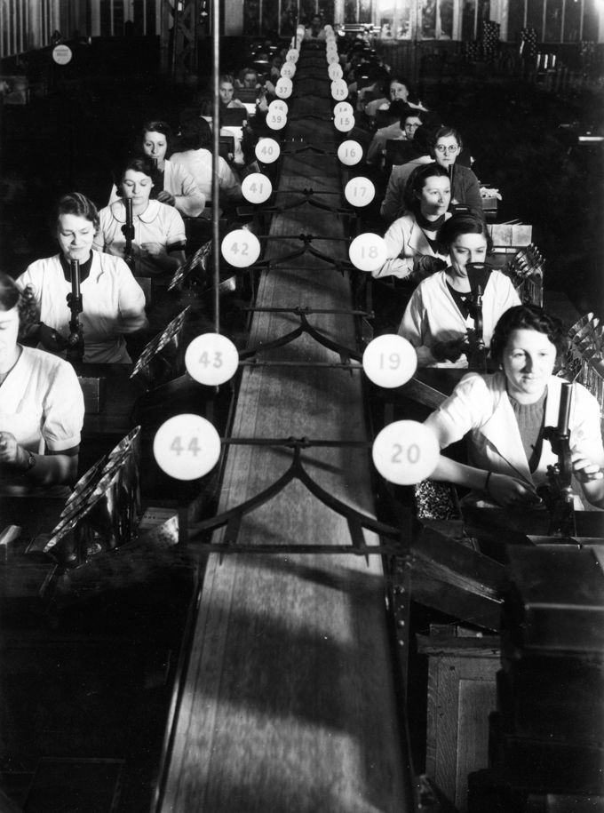 Robert Doisneau Renault workers. Boulogne-Billancourt. France (1945)